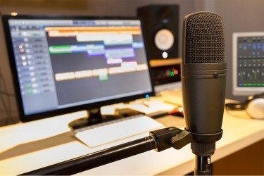 Musicalización y operación de Radio