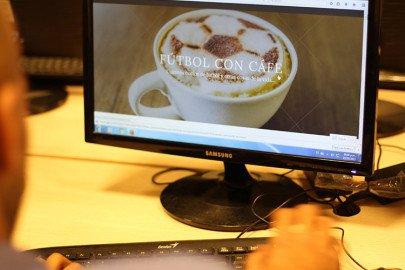 Fútbol con café en el aula Osvaldo Bayer